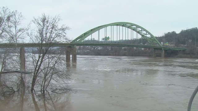 Ohio River crests well above flood stage, water beginning to recede